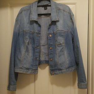 Crop medium wash jean jacket
